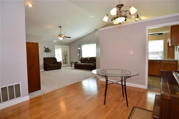 679 REDFOX Court S Greenwood, IN 46142 | MLS 21665493 | photo 10
