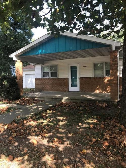 3227 S Collier Street Indianapolis, IN 46221 | MLS 21665498
