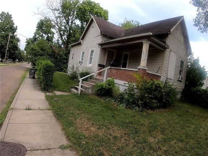 1663 Yandes Street Indianapolis IN 46202 | MLS 21665521 | photo 1