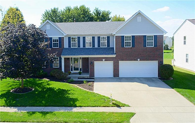 6536 Yorkshire Circle Zionsville, IN 46077 | MLS 21665577 | photo 1