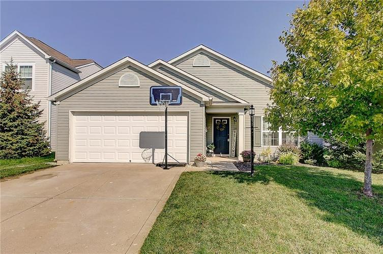 15158 Royal Grove Drive Noblesville, IN 46060 | MLS 21665679 | photo 1