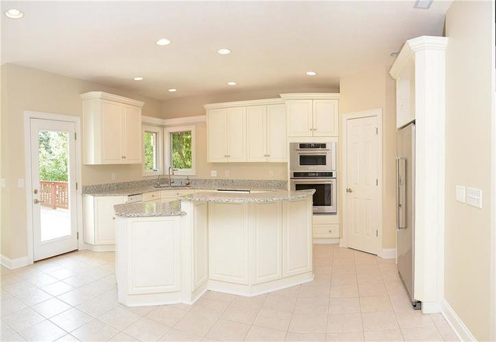 8951 Summer Estate Drive Indianapolis, IN 46256 | MLS 21665770 | photo 10