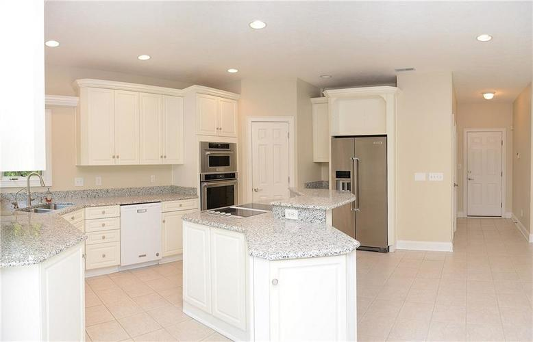 8951 Summer Estate Drive Indianapolis, IN 46256 | MLS 21665770 | photo 11