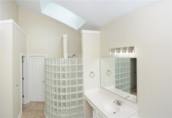 8951 Summer Estate Drive Indianapolis, IN 46256 | MLS 21665770 | photo 18