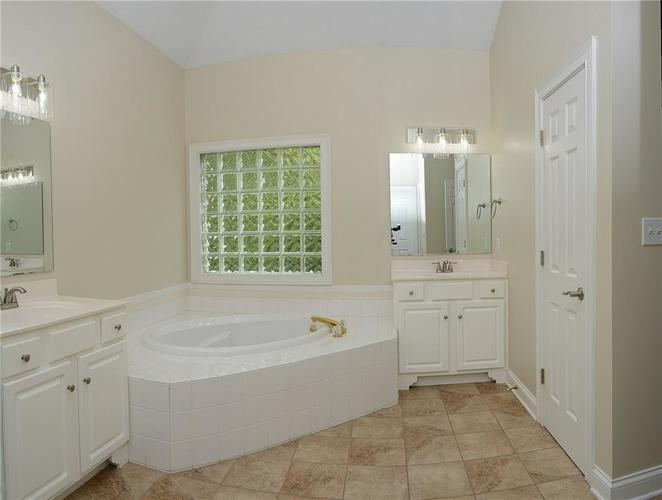 8951 Summer Estate Drive Indianapolis, IN 46256 | MLS 21665770 | photo 19