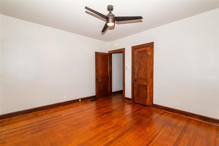 4909 E 11th Street Indianapolis, IN 46201 | MLS 21665912 | photo 17