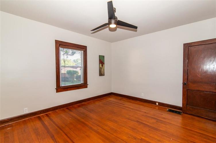 4909 E 11th Street Indianapolis, IN 46201 | MLS 21665912 | photo 18