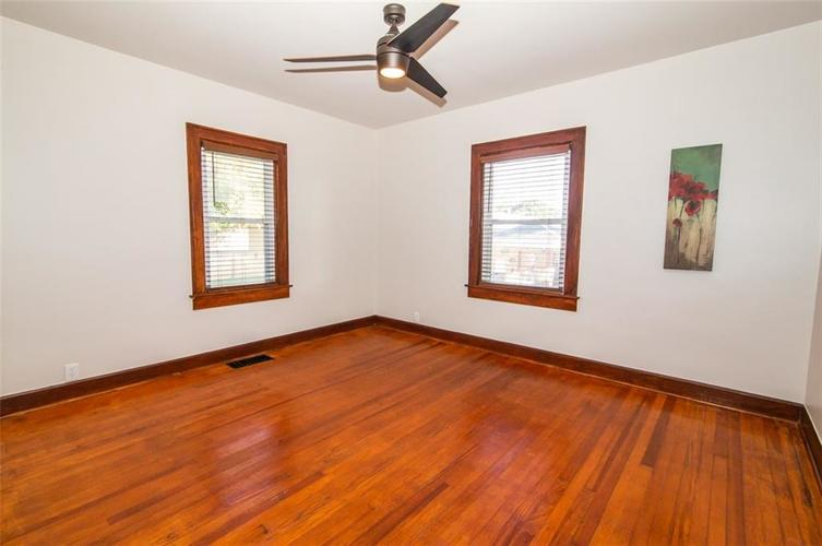 4909 E 11th Street Indianapolis, IN 46201 | MLS 21665912 | photo 19