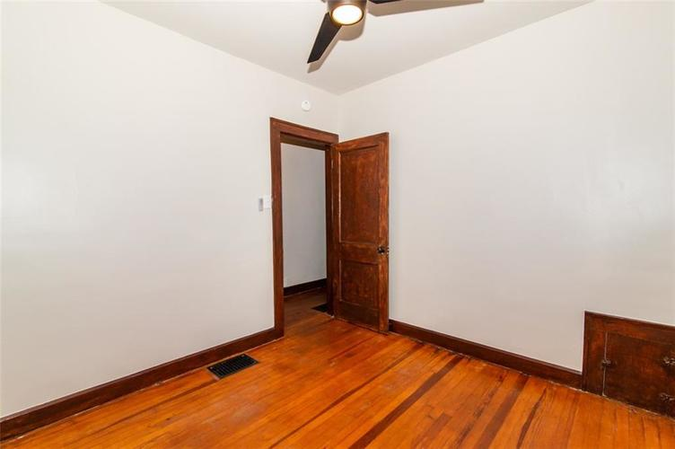 4909 E 11th Street Indianapolis, IN 46201 | MLS 21665912 | photo 20
