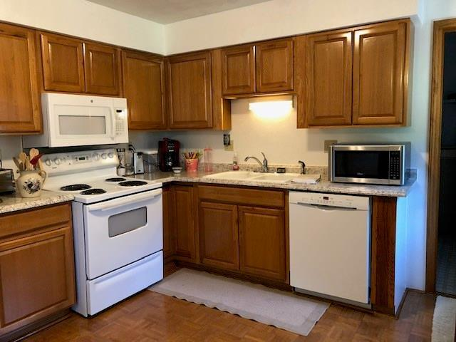 307 W FIRST Street Saint Paul, IN 47272 | MLS 21665946 | photo 2