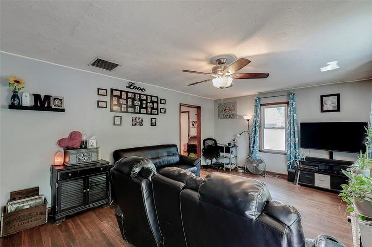 512 Sycamore St Westfield, IN 46074 | MLS 21665984 | photo 4