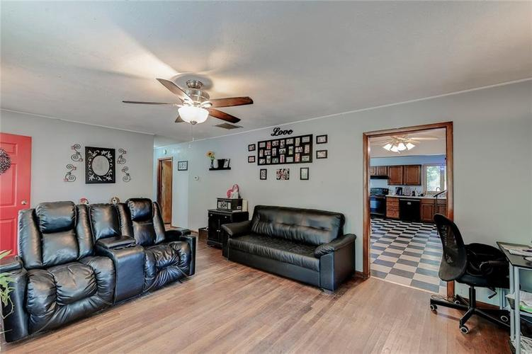 512 Sycamore St Westfield, IN 46074 | MLS 21665984 | photo 5