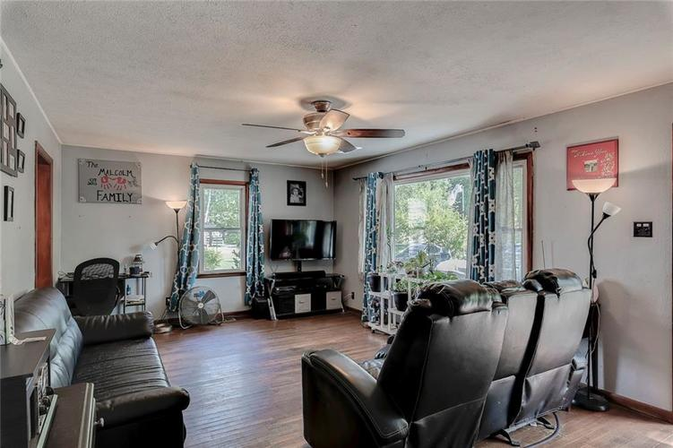 512 Sycamore St Westfield, IN 46074 | MLS 21665984 | photo 6
