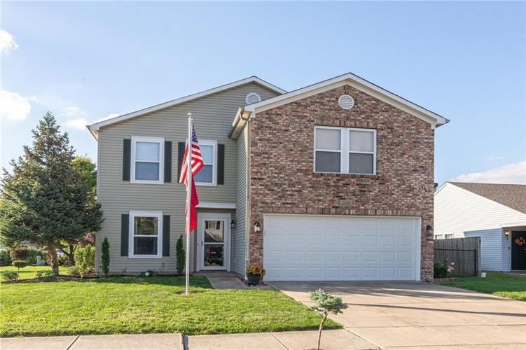 2318 Westmere Drive Plainfield, IN 46168 | MLS 21666065 | photo 1