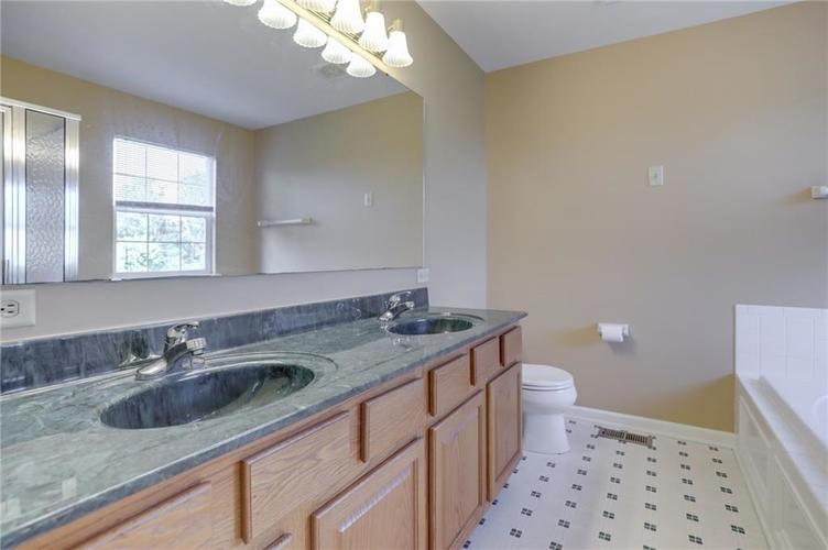 107 Kingsview Drive Mooresville, IN 46158 | MLS 21666100 | photo 21