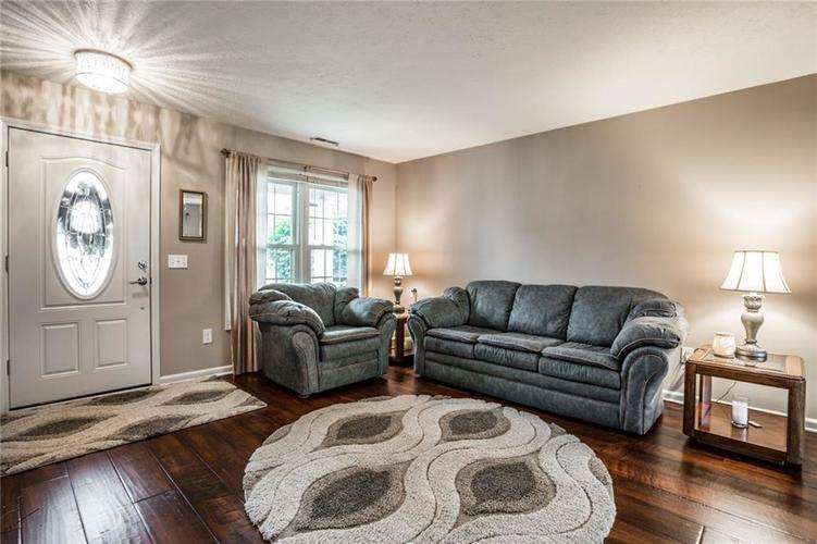 8346 Metzger Court Indianapolis, IN 46256 | MLS 21666156 | photo 6