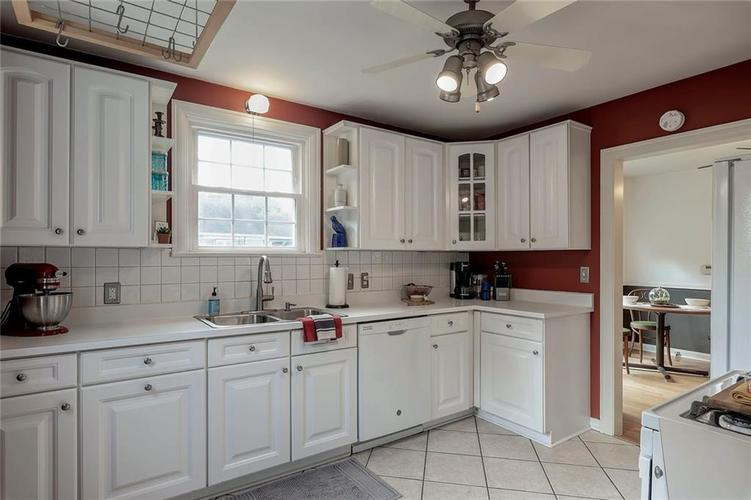 6103 Kingsley Drive Indianapolis, IN 46220 | MLS 21666384 | photo 6