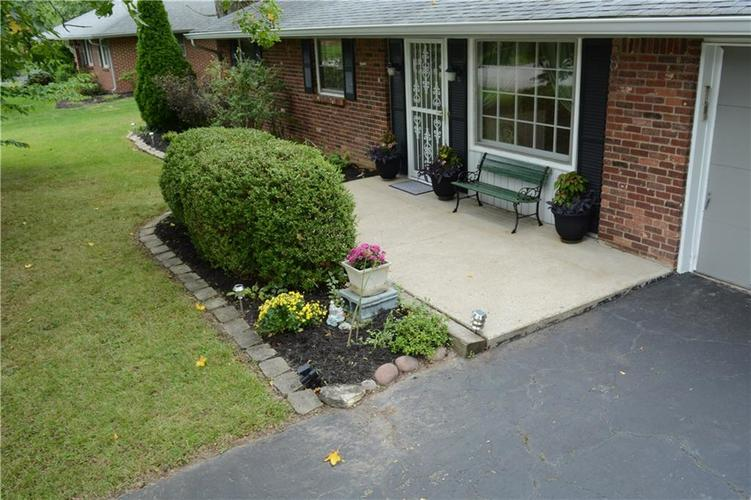 8124 Crest Hill Drive Indianapolis, IN 46256 | MLS 21666807 | photo 3