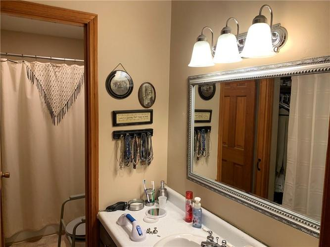 707 Southview Drive New Castle, IN 47362 | MLS 21666837 | photo 12