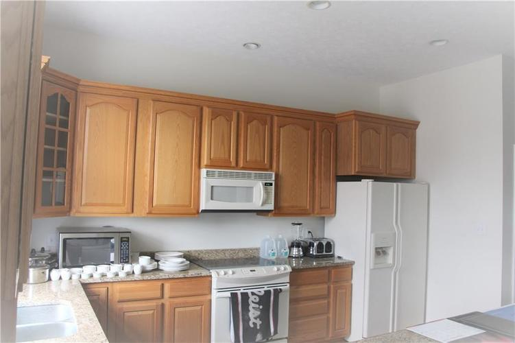 5757 Lawton Loop Drive E #7 Indianapolis, IN 46216 | MLS 21666848 | photo 12