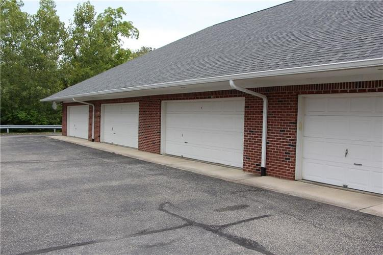 5757 Lawton Loop Drive E #7 Indianapolis, IN 46216 | MLS 21666848 | photo 3