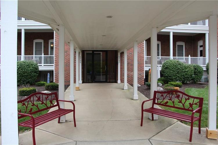 5757 Lawton Loop Drive E #7 Indianapolis, IN 46216 | MLS 21666848 | photo 5