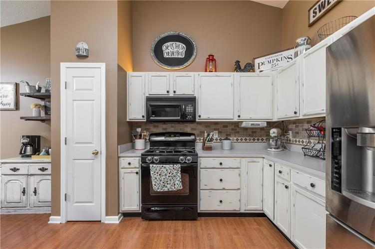 207 Creekview Circle Mooresville, IN 46158 | MLS 21666942 | photo 10
