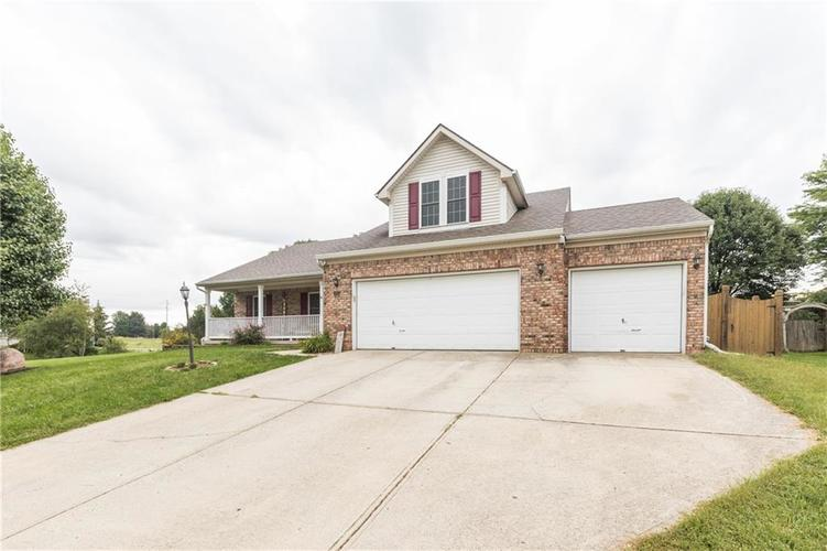 207 Creekview Circle Mooresville, IN 46158 | MLS 21666942 | photo 2