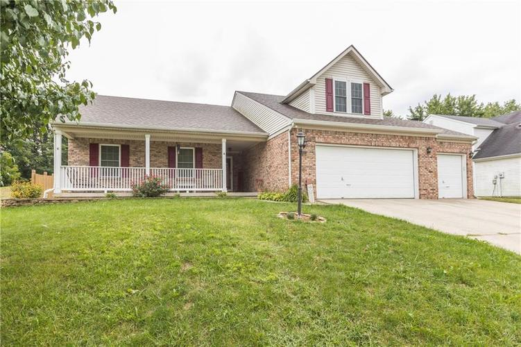207 Creekview Circle Mooresville, IN 46158 | MLS 21666942 | photo 3