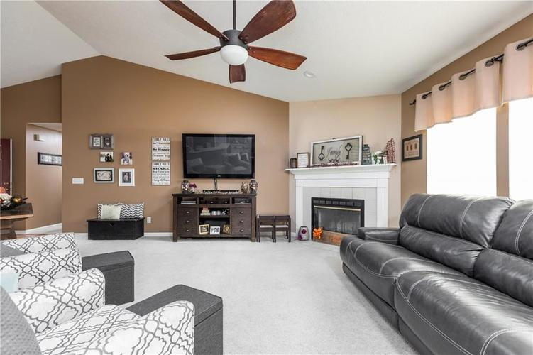 207 Creekview Circle Mooresville, IN 46158 | MLS 21666942 | photo 6