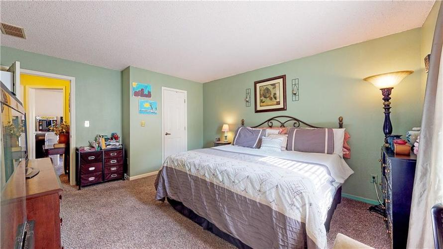 722 Lake Crossing Court Franklin, IN 46131 | MLS 21666988 | photo 16