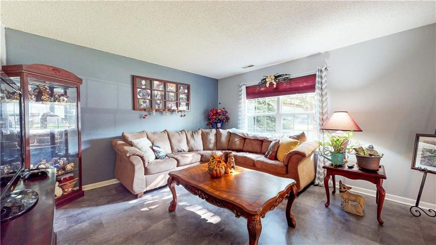 722 Lake Crossing Court Franklin, IN 46131 | MLS 21666988 | photo 5