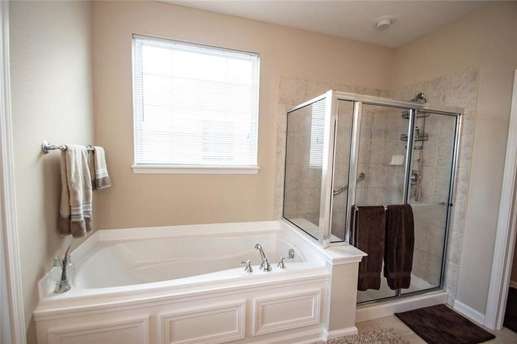 16199 Brookmere Avenue Fishers, IN 46037   MLS 21667110   photo 23
