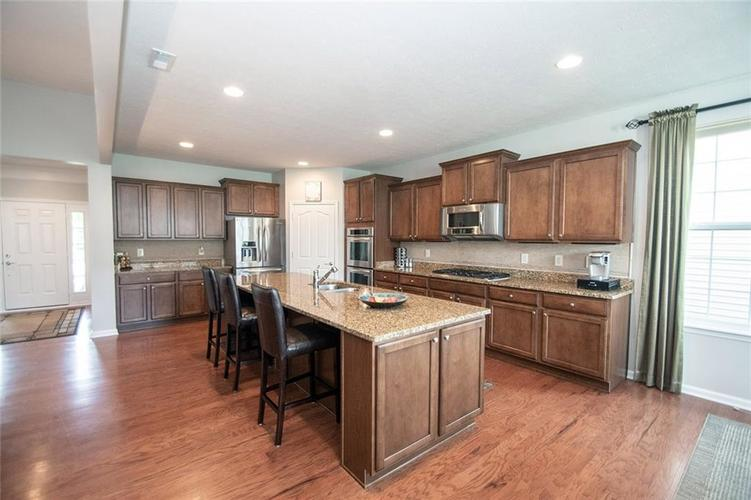 16199 Brookmere Avenue Fishers, IN 46037   MLS 21667110   photo 5