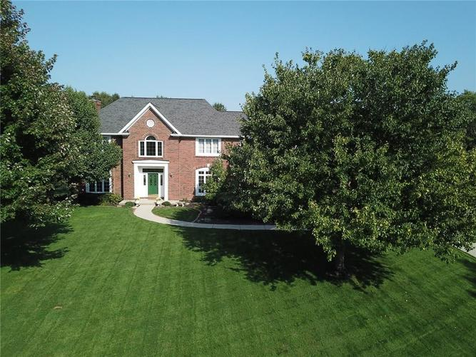 7402 FOX HOLLOW Ridge Zionsville, IN 46077 | MLS 21667140 | photo 2