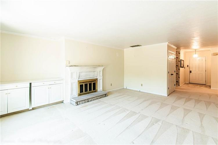 5427 GREENWILLOW Road #217 Indianapolis, IN 46226 | MLS 21667215 | photo 5