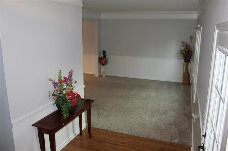 8609 Kruggle Court Indianapolis, IN 46256 | MLS 21667356 | photo 2