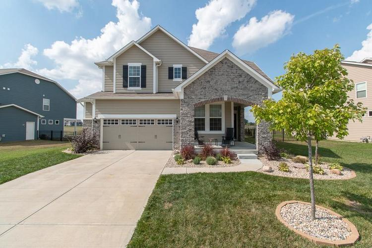13524 Eastpark Circle E Fishers, IN 46037 | MLS 21667364 | photo 1