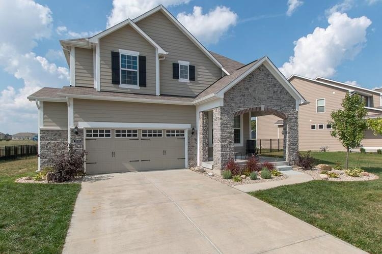 13524 Eastpark Circle E Fishers, IN 46037 | MLS 21667364 | photo 2