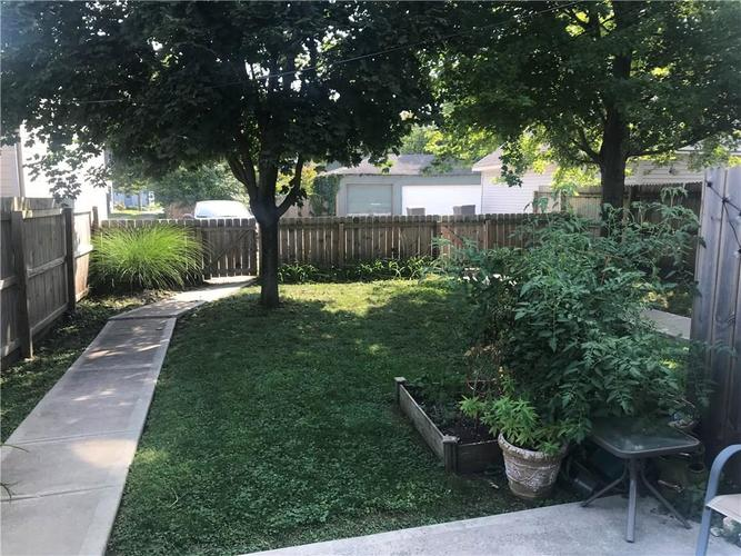825 Noble Street Indianapolis, IN 46203 | MLS 21667507 | photo 12