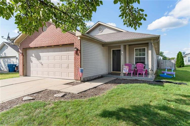5104 Rocky Forge Drive Indianapolis IN 46221   MLS 21667582   photo 1