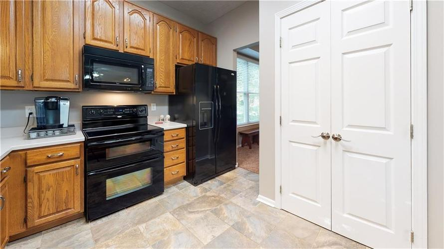 6923 Bluffgrove Circle Indianapolis, IN 46278 | MLS 21667815 | photo 14