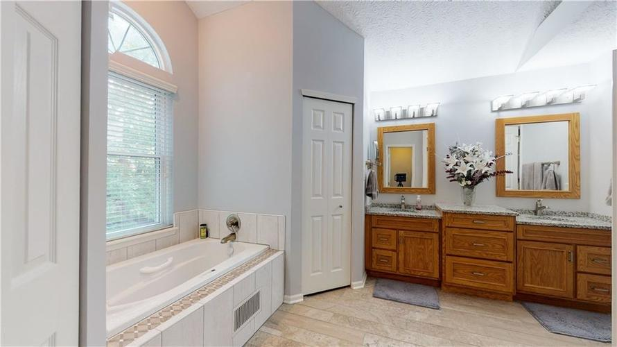 6923 Bluffgrove Circle Indianapolis, IN 46278 | MLS 21667815 | photo 23