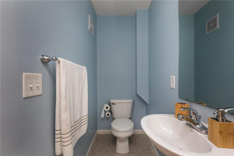 1017 Reserve Way Indianapolis, IN 46220 | MLS 21667953 | photo 16