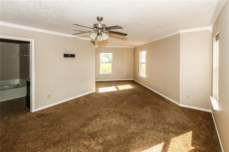 5321 Skipping Stone Drive Indianapolis, IN 46237 | MLS 21668129 | photo 16