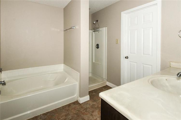 5321 Skipping Stone Drive Indianapolis, IN 46237 | MLS 21668129 | photo 18