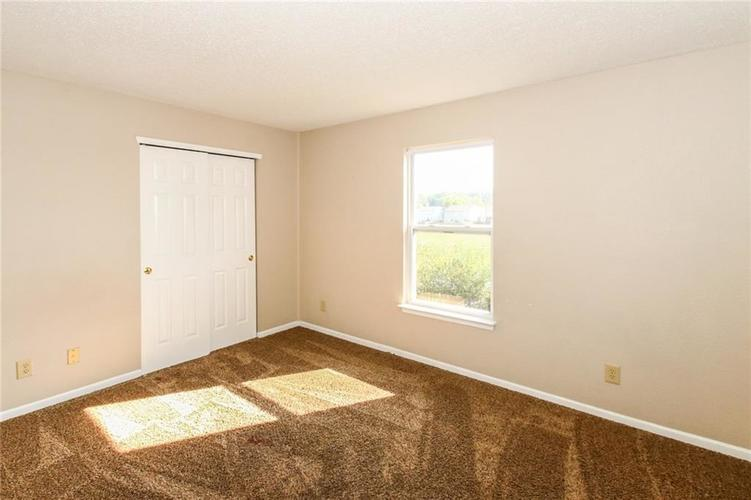 5321 Skipping Stone Drive Indianapolis, IN 46237 | MLS 21668129 | photo 24