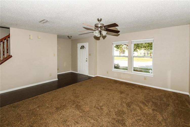 5321 Skipping Stone Drive Indianapolis, IN 46237 | MLS 21668129 | photo 5
