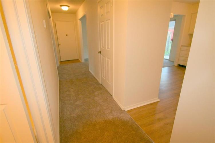921B Hoover Village Drive Indianapolis, IN 46260 | MLS 21668147 | photo 6