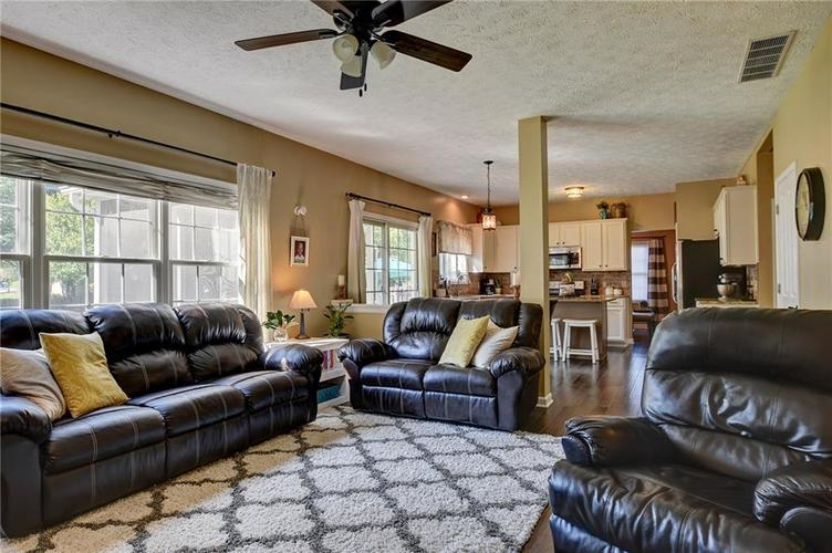 9013 SOMMERWOOD Drive Noblesville, IN 46060 | MLS 21668159 | photo 8